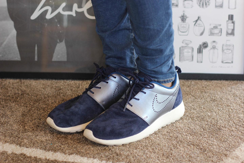 Nike Roshe Run Sneaker Premium Suede